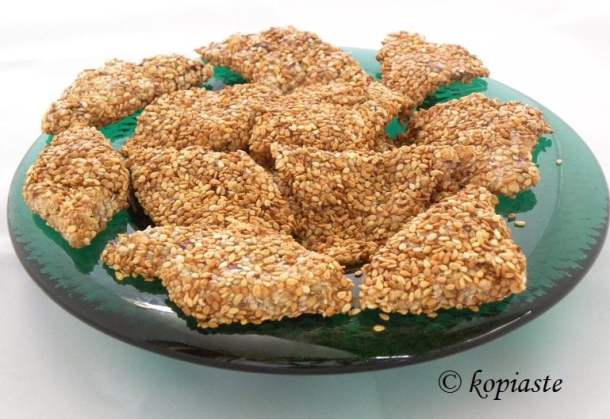 pastelli with sesame seeds