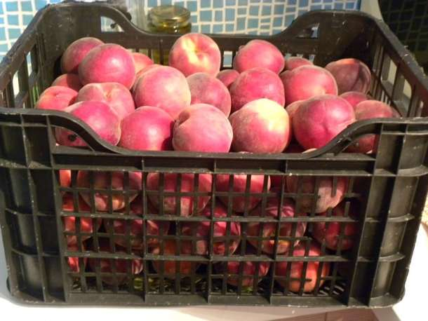 A crate of peaches image