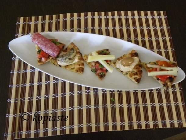 Appetizers on Greek pita chips