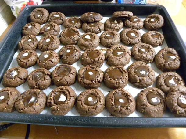 chocolate thumbprint cookies while cooling