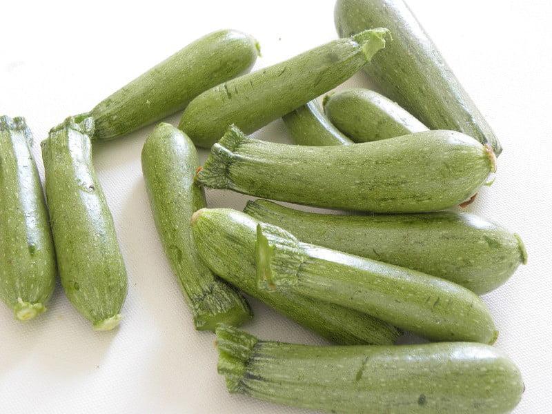 medium sized zucchini picture