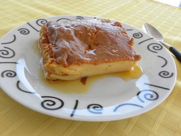 Crème caramel cut image