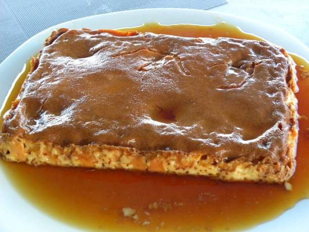 Crème caramel inverted image