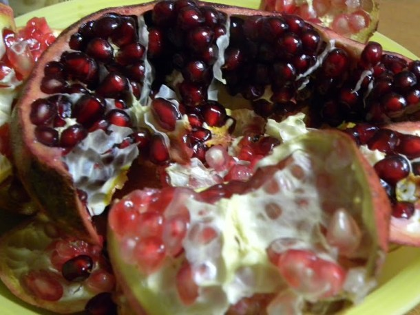 two varieties of pomegranate picture