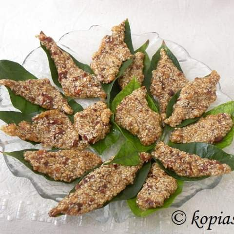 Pastelli (Honey Sesame Candy with Peanuts)