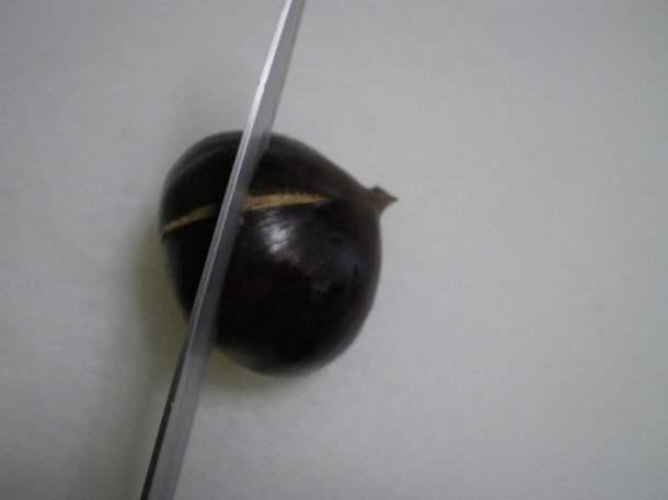 scoring chestnuts image