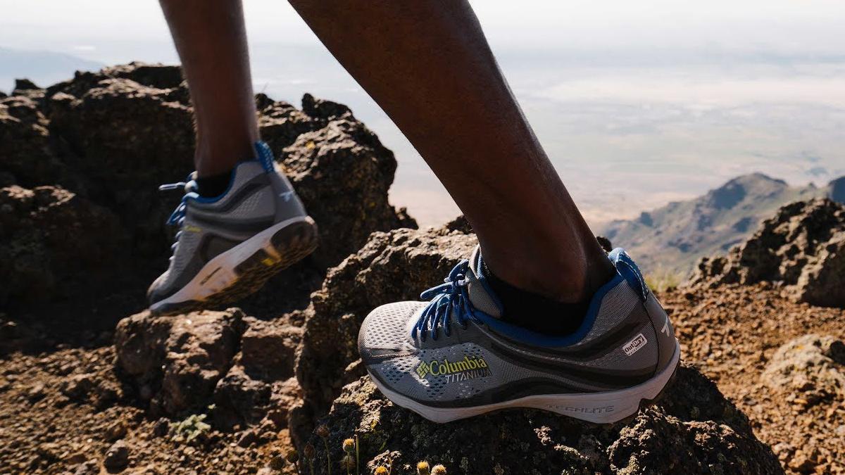 7 Merk Sepatu Buat Naik Gunung Terbaik Yang Nyaman Dipakai Koran Id