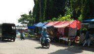 Permalink to Niat Numpang, Pedagang Buah Pasar Tanjung Malah Buat Lapak Permanen di Taman Kota