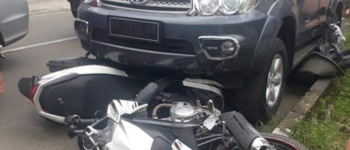 Ngantuk, Mobil Tabrak Tiga Motor