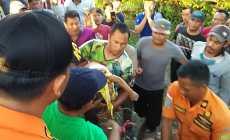 Permalink to Basarnas Palembang Evakuasi Bocah 3 Tahun Jatuh ke Dalam Paku Bumi