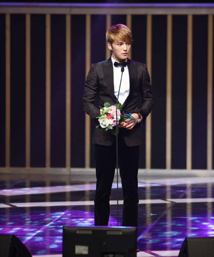 Kim Jae-joong wins a top excellence award for his role in 'Triangle.'