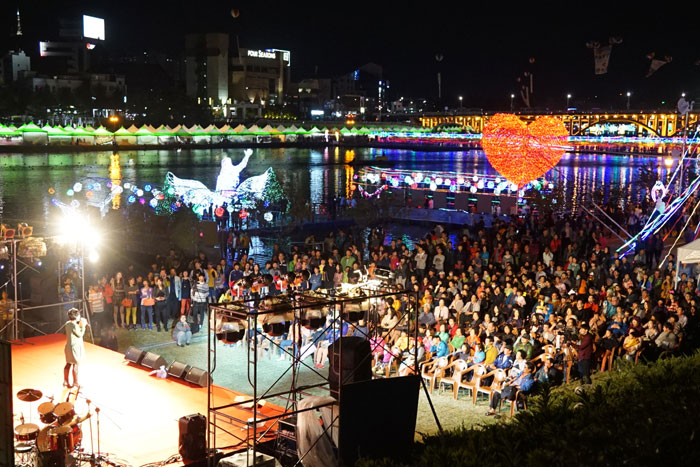 A range of performances are held around Jinju during the Korea Drama Festival.