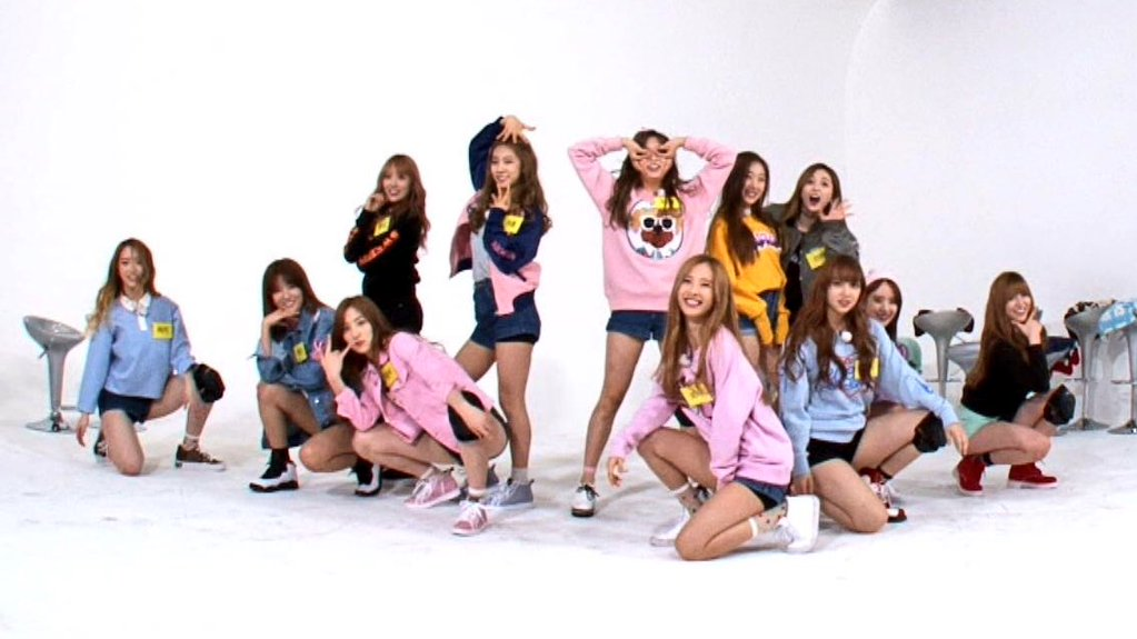 Image: Cosmic Girls on Weekly Idol / @bestIdolOne Twitter