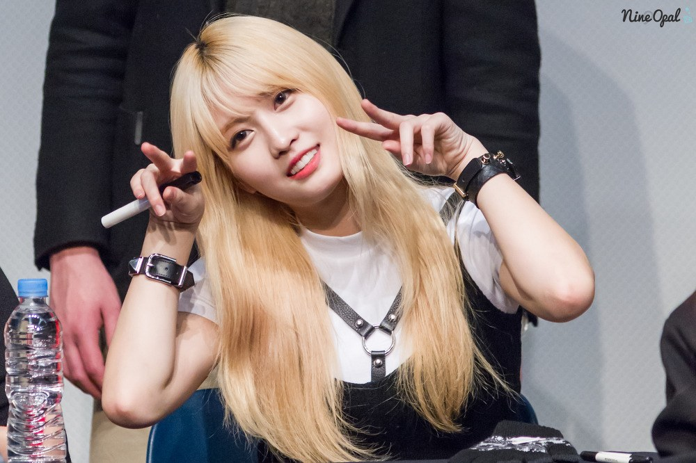 10 Idols Who Make Blonde Look Like Their Natural Hair Color