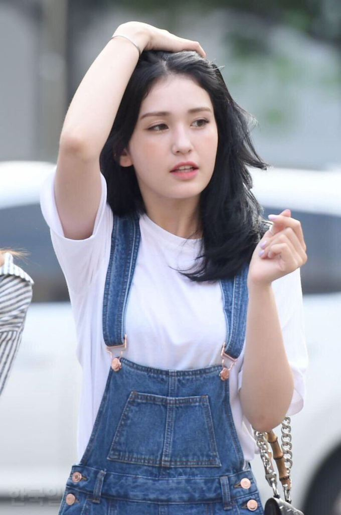 10 photos of somi's breathtaking new hairstyle - koreaboo