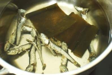 Anchovies and dried kelp in a pot of water