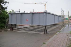 Praha-Hostivař - spouštění mostu přes Průmyslovou 19.5.2015