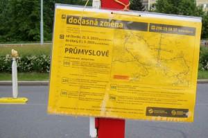 Praha-Hostivař - spouštění mostu přes Průmyslovou 21.5.2015