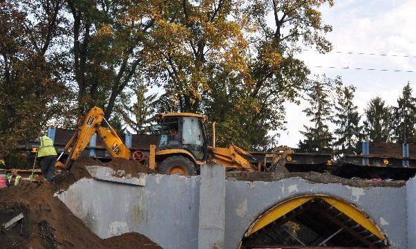 Práce na opravě podchodu Stromovka