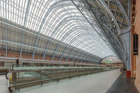 Nádraží St Pancras trainshed 2014-09-14 | Autor: Colin / Wikimedia Commons / CC BY-SA 4.0