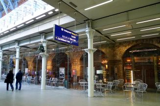 Des Vins, Mezinárodní stanice St Pancras, N1|Autor: Ewan Munro from London, UK, wikimedia