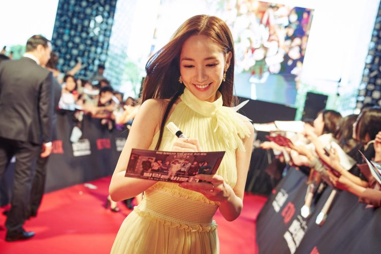 SEOUL, KOREA - APRIL 30: Park Min-young at the red carpet fan event for the first Korean unscripted Netflix series, Busted! I Know Who You Are on April 30 in Seoul, Korea. (Photo by Jinyoung Kim, Hunwoo Jang for Netflix)