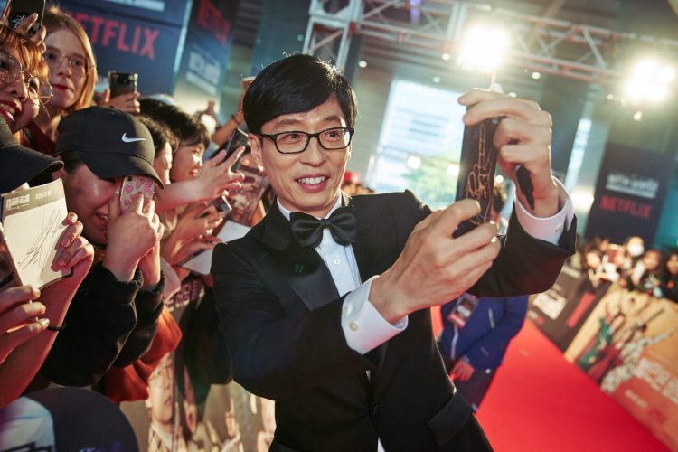 """SEOUL, KOREA - APRIL 30: Yoo Jae-suk at the red carpet fan event for the first Korean unscripted Netflix series, Busted! I Know Who You Are on April 30 in Seoul, Korea. (Photo by Jinyoung Kim, Hunwoo Jang for Netflix)</p><p><img class=""""alignnone wp-image-12137 size-full"""" src=""""http://www.korseries.com/wp-content/uploads/2018/05/C0107437.jpg"""" alt=""""SEOUL, KOREA - APRIL 30: Yoo Jae-suk at the red carpet fan event for the first Korean unscripted Netflix series, Busted! I Know Who You Are on April 30 in Seoul, Korea. (Photo by Jinyoung Kim, Hunwoo Jang for Netflix"""" width=""""3000"""" height=""""2000"""" /></p><hr />"""