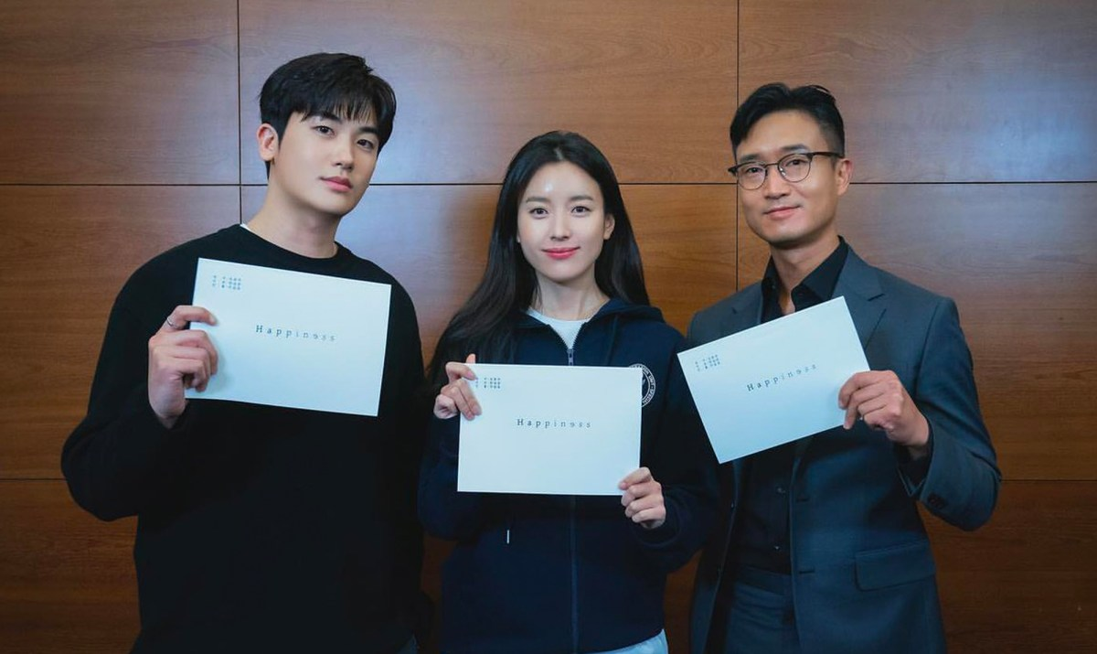 tvN ส่งสัญญาณซีรีส์ใหม่ 'Happiness' แท็กทีม ฮันฮโยจู-พัคฮยองชิก-โจอูจิน ถ่ายทอดเรื่องราวระทึกขวัญในเมืองยุค New Normal