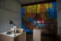 Вітраж Донецького художнього комбінату, 1970-ті роки. Був знайдений кураторами за фальш-стіною музею і представлений публіці в рамках виставки.