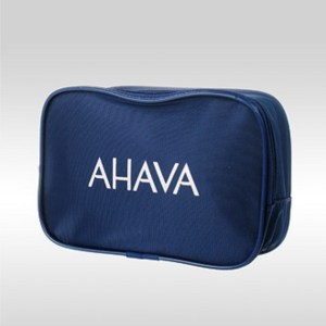 Фото синей косметички с белым логотипом AHAVA