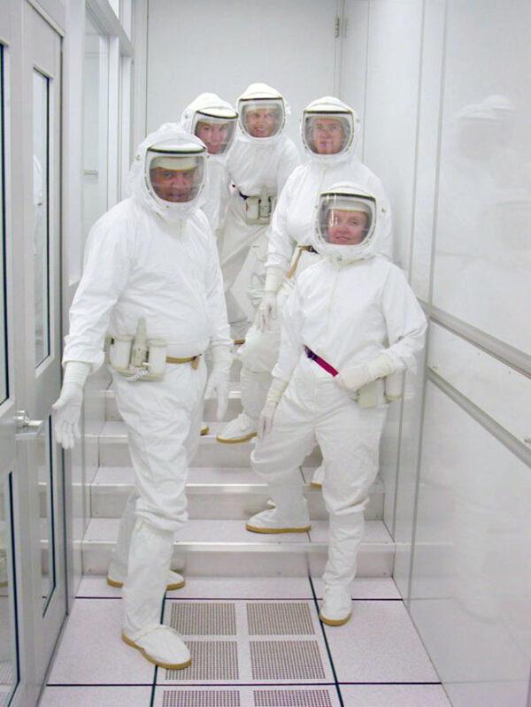 Dnes už lze zajistit podmínky, aby nedošlo ke kontaminaci během přepravy i analýzy vzorků (zdroj NASA)