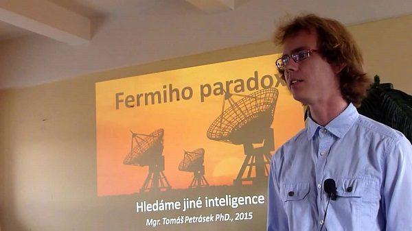 Tomáš Petrásek a jedna z jeho přednášek zdroj: youtube.com