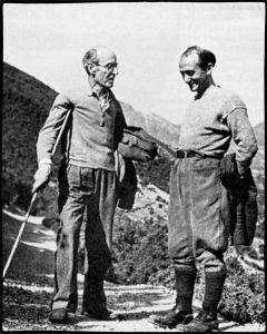 Ο Νίκος Καρβούνης (αριστερά) μαζί με τον Δημήτρη Χατζή στα βουνά της Ελεύθερης Ελλάδας