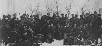 Η Σχολή Εφέδρων Αξιωματικών του ΕΛΑΣ μόλις γύρισε απ' τη μάχη
