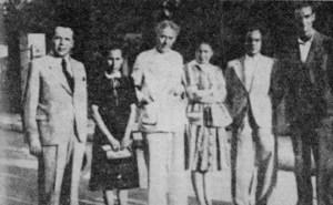 Ομάδα λογοτεχνών του ΕΑΜ. Από αριστερά: Γιάννης Χατζίνης, Σοφία Μαυροειδή-Παπαδάκη, Σωτήρης Σκίπης, Έλλη Αλεξίου, Γιώργος Βαλέτας.  Λαμπρινός, Σεπτέμβριος 1941.