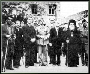 Εθνοσύμβουλοι και μέλη της ΠΕΕΑ στις Κορυσχάδες. Πρώτος αριστερά, ο Γραμματέας (Υπουργός) Γεωργίας Κώστας Γαβριηλίδης