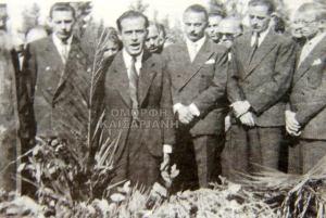 Ο Π. Μακρής εκφωνεί λόγο την Πρωτομαγιά του 1964 στο Σκοπευτήριο Καισαριανής. Πηγή φωτογραφίας: omorfigeitonia.gr