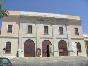 Το θέατρο Απόλλων στη Σύρο όπως είναι σήμερα