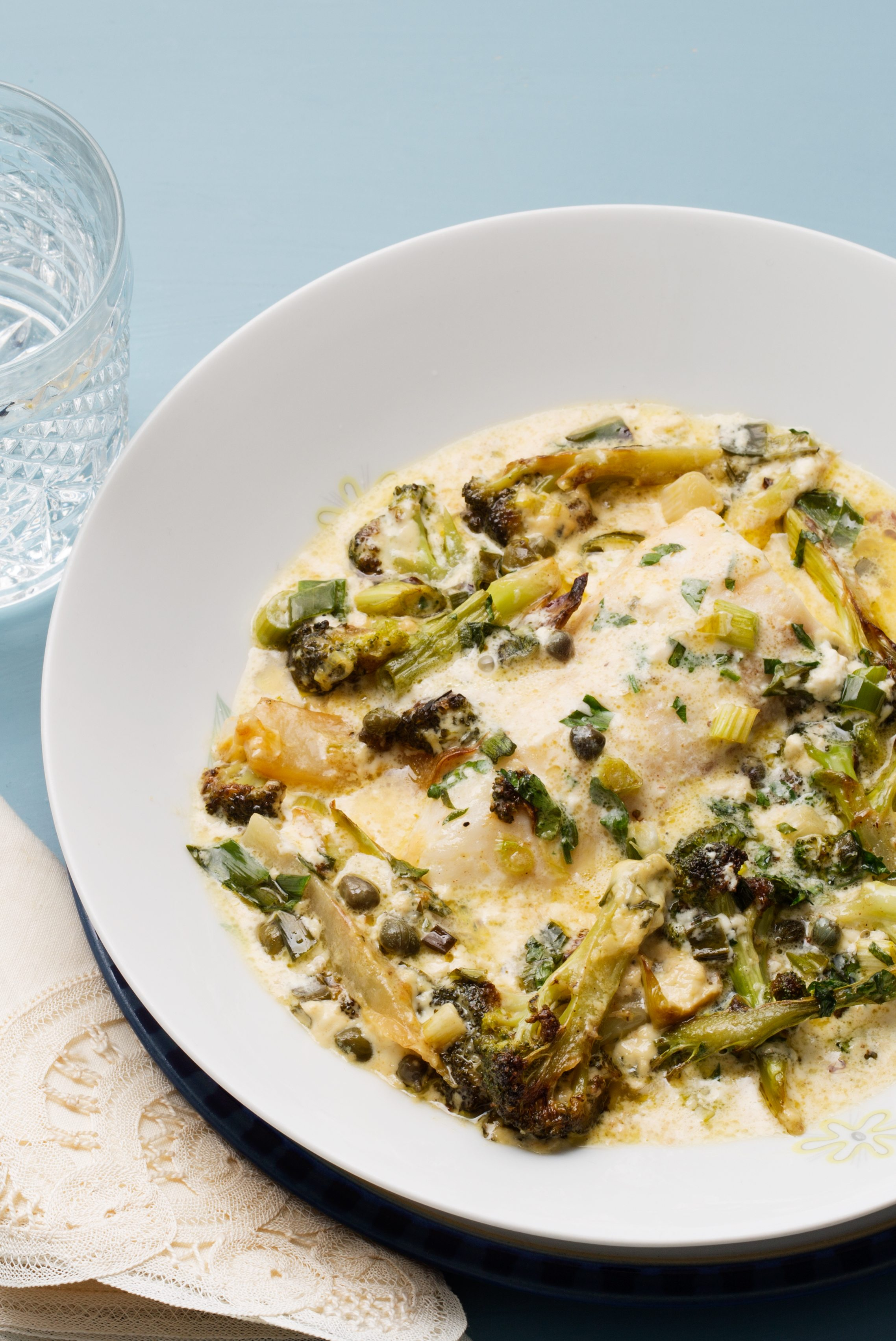 Fiskgratäng med kapris och broccoli