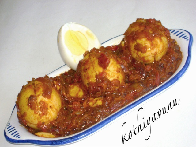 Nadan Mutta Roast - Kerala Style Egg Roast - Dry Egg Curry Recipe