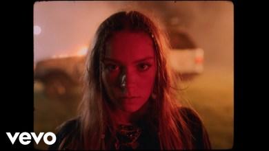 Photo of Holly Humberstone – Drop Dead lyrics