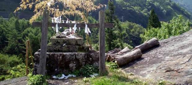Petit sanctuaire symbolisant le yama no kami
