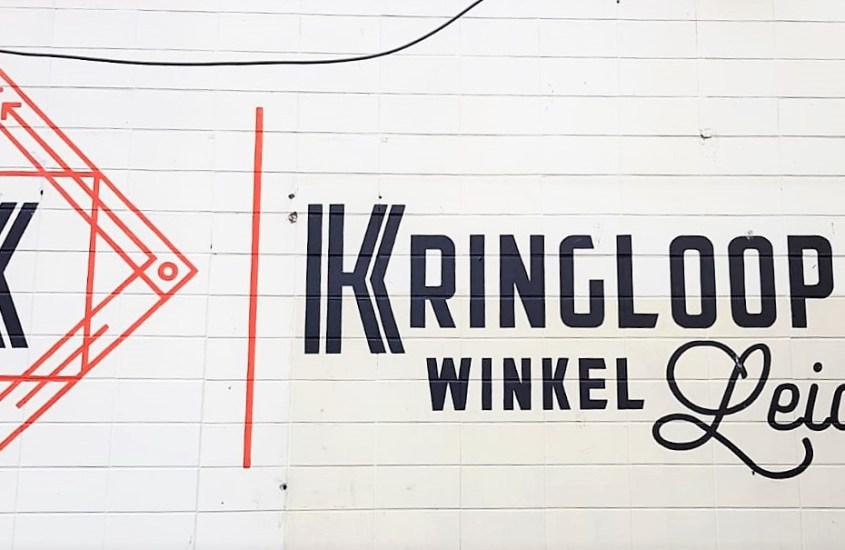 Logo van Kringloopwinkel Leiden op witte achtergrond