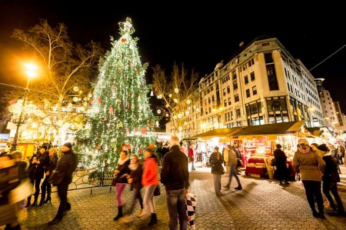 Karácsonyi vásár a budapesti Vörösmarty téren 2014. december 17-én. MTI Fotó: Mohai Balázs