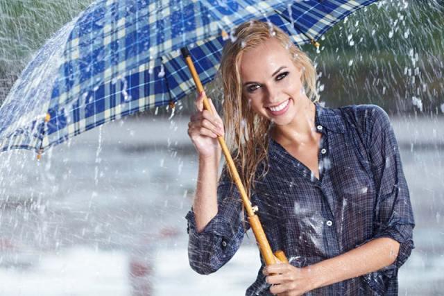 İnsanların şehirlerde yapay yağmurlar altında yürümekten pek keyif alacağını söyleyemeyiz.