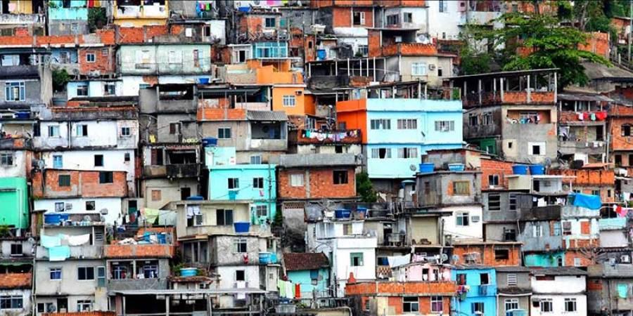 Ve, şehirlerde gecekondulaşma başlar. Burada hayat köylere göre daha rahat görünse de, aslında çok daha zordur. Ancak, şehrin vadettiği güzelliklere yakındır ve umut doludur.