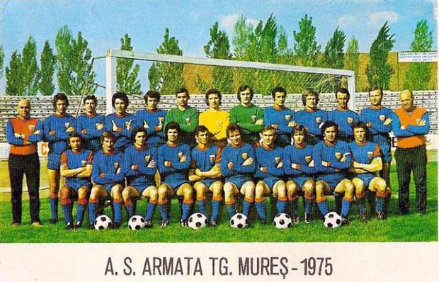 AS Armata tg Mures-1975. Alsó sorban balról a második  Szöllősi László