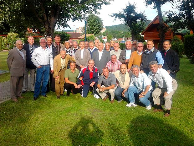 Az ASA 49 éves fennállásakor a képen a felső sorban balról a kilencedik dr. Halmágyi Imre Szalkay József és Kiss Madocsa között.