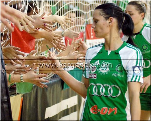 Görbicz Anita (Audi ETO)pacsizik a gernyeszegi lanyokkal Győrben