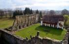 A templomkolostor, mely még romjaiban is rendkívül impozáns